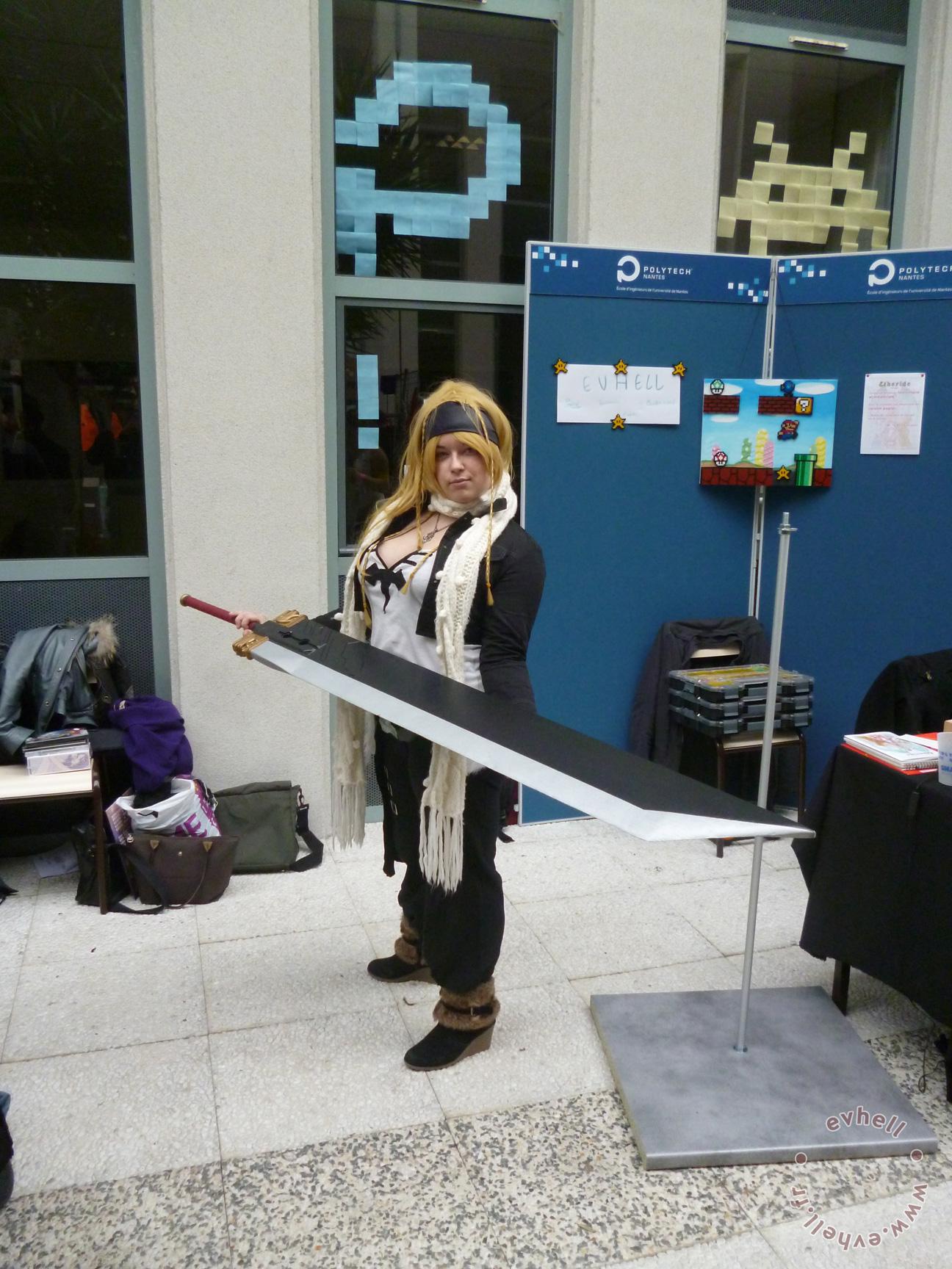 Photo JapaNantes cosplayeur avec épée FF7