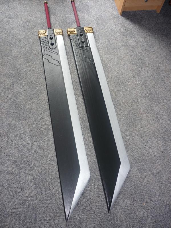 Vue d'ensemble des deux épées.