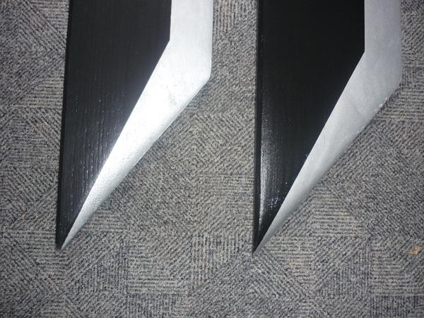 Détail de finition des pointes des épées.