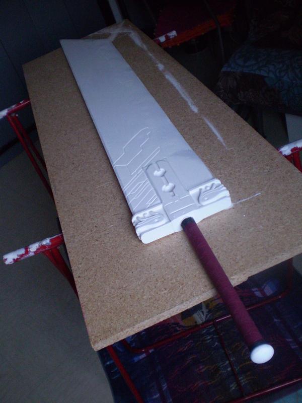 couche blanche de la peinture de l'épée