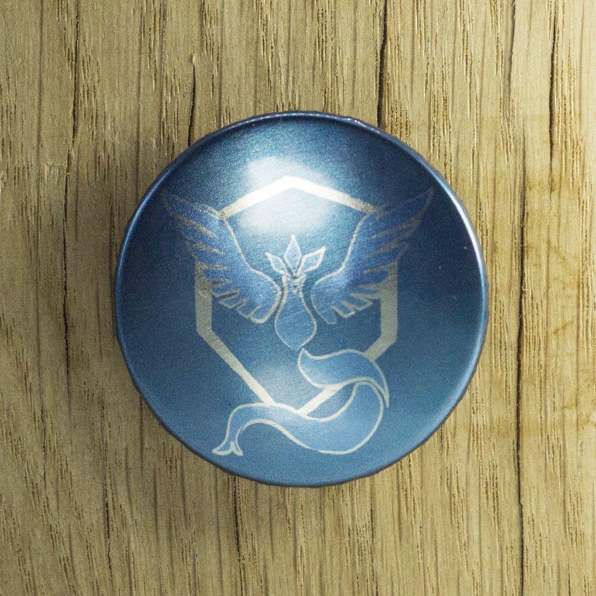 Badge Sagesse bleu métallisé – Pokémon