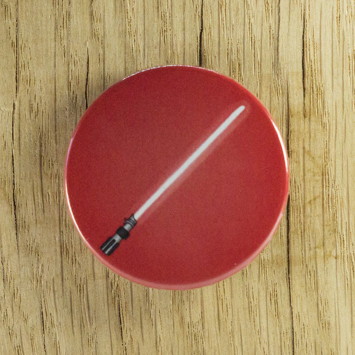Badge sabre rouge – Star Wars