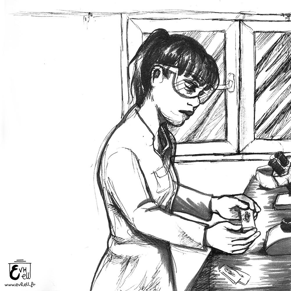 Yoko au labo, avec de grosse cernes sous les yeux.