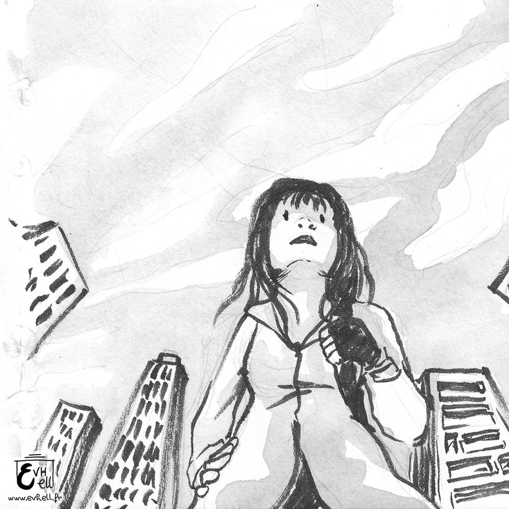 Une fille vue en contre-plongée, avec un ciel couvert de nuages.