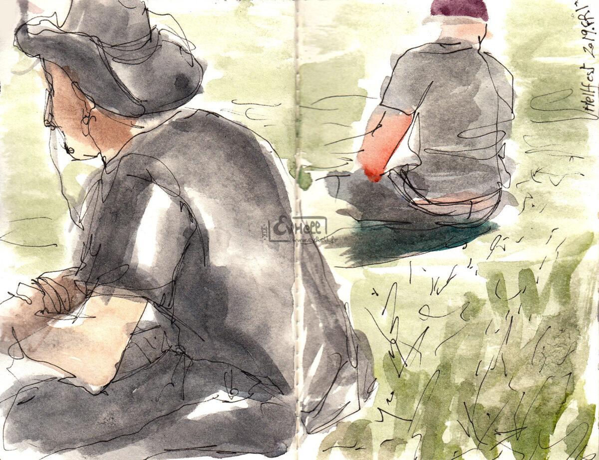 Aquarelles de visiteurs assis dans l'herbe.