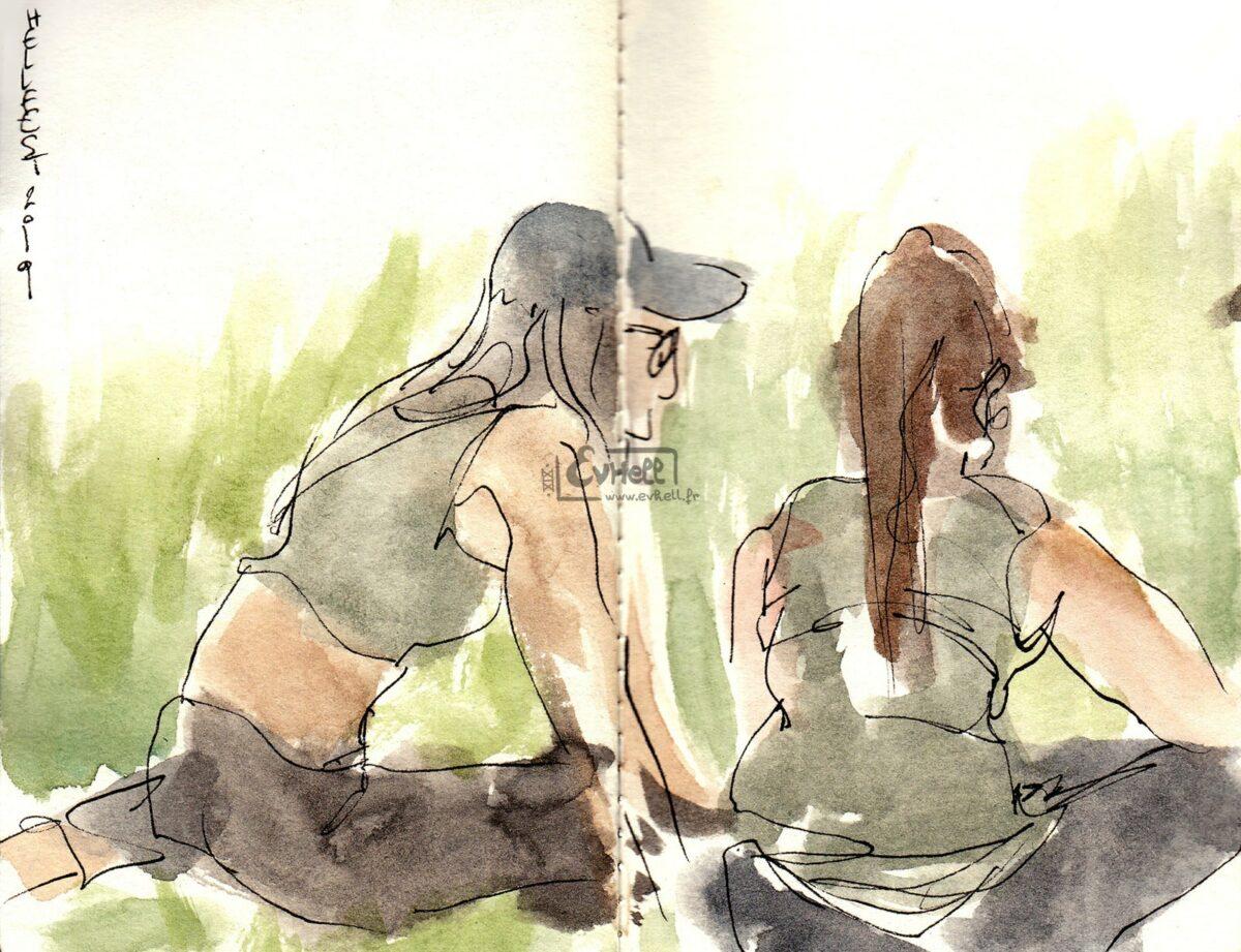Aquarelle de deux visiteuses assises dans l'herbe.